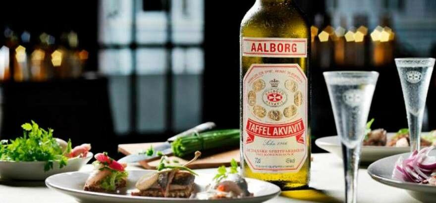 Akvavit italok: folyékony gyógyír, fűszeres csavarral!